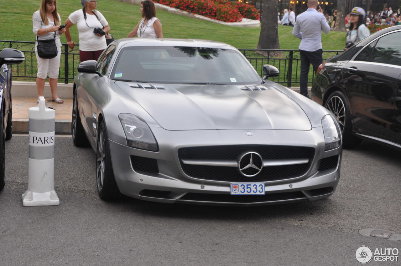 mercedes benz sls amg 26 july 2016 autogespot. Black Bedroom Furniture Sets. Home Design Ideas