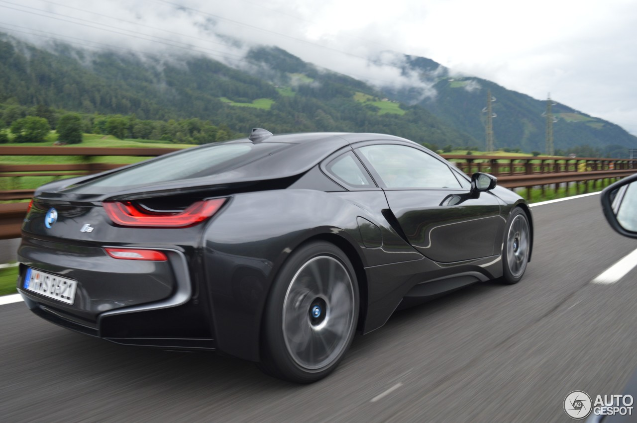 bmw i8 1 ao t 2016 autogespot. Black Bedroom Furniture Sets. Home Design Ideas