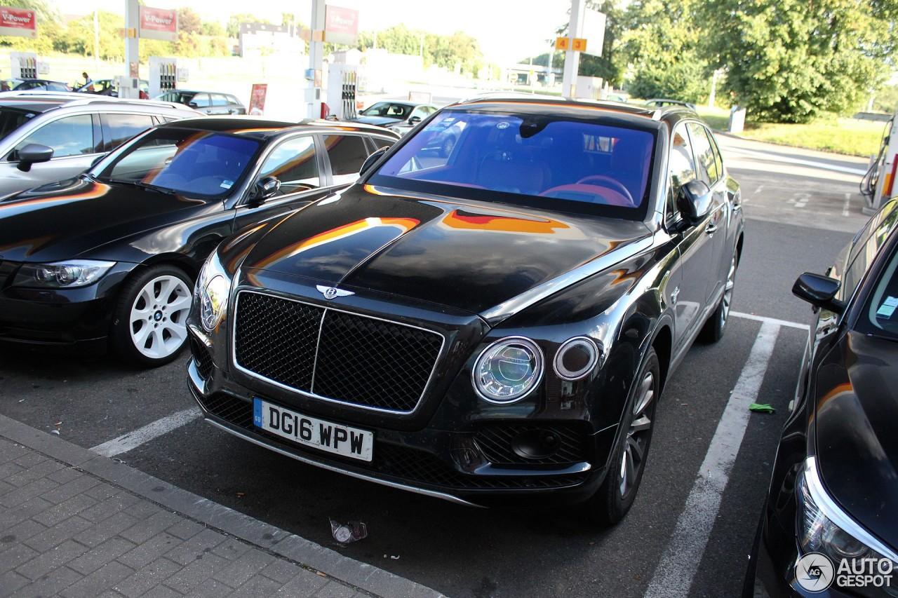 Bentley Bentayga - 8 augustus 2016 - Autogespot