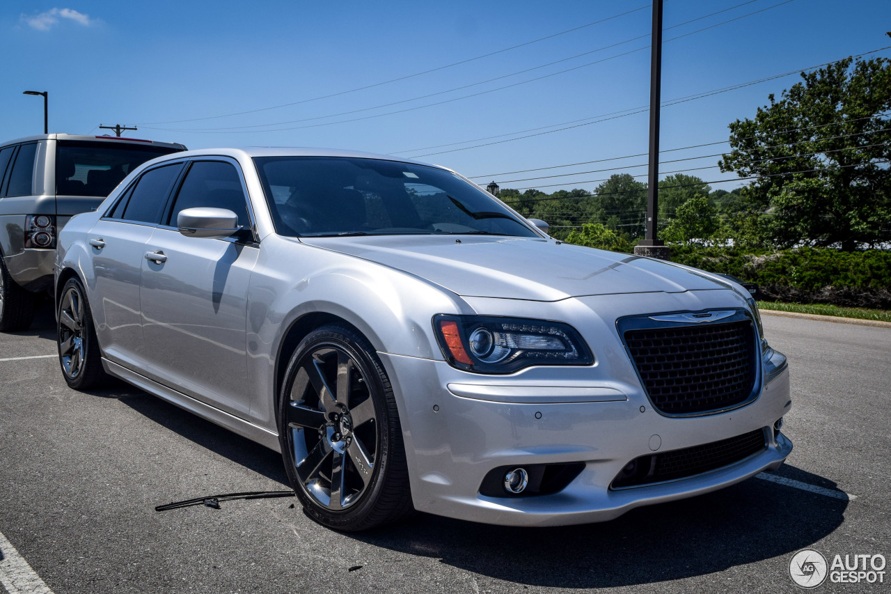 chrysler 300c srt8 2013 11 sierpie 2016 autogespot. Black Bedroom Furniture Sets. Home Design Ideas