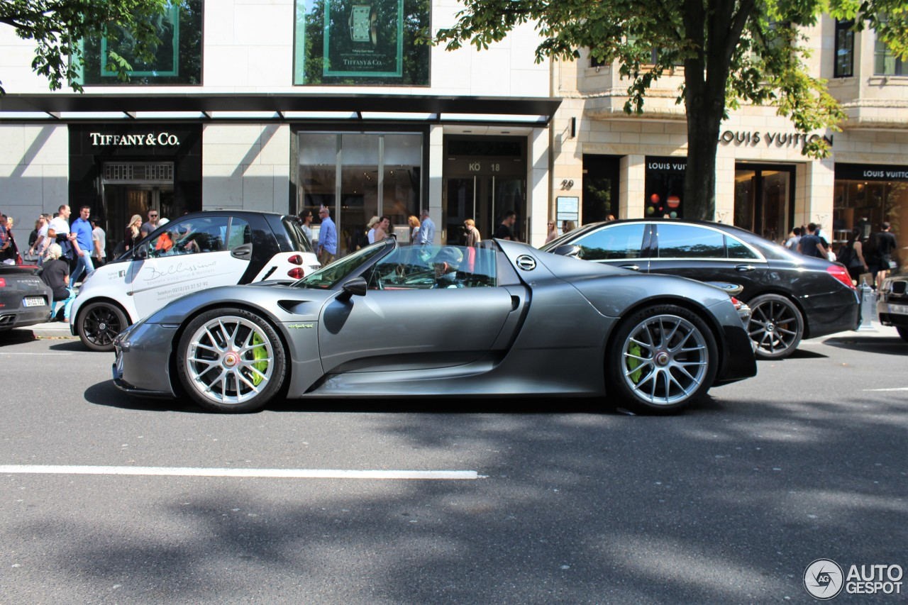 porsche 918 spyder weissach package 14 august 2016 autogespot. Black Bedroom Furniture Sets. Home Design Ideas