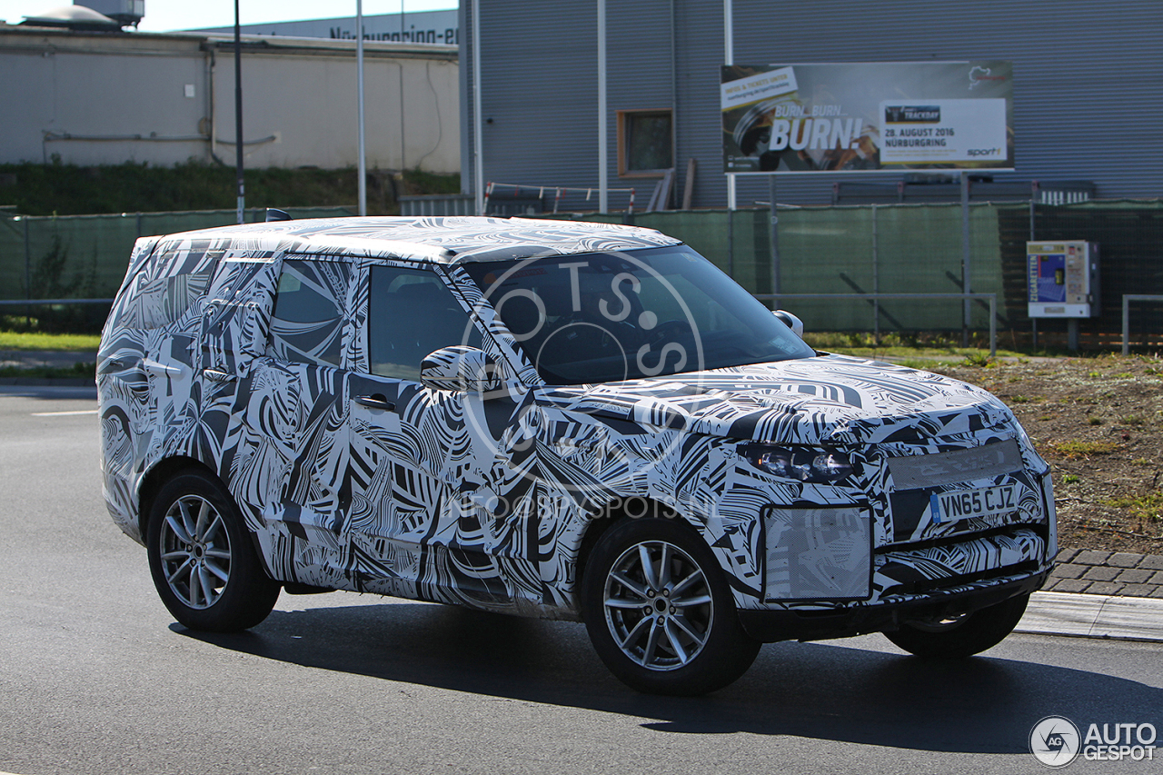 Land Rover Discovery 5 2017 was spotted on the roads 35
