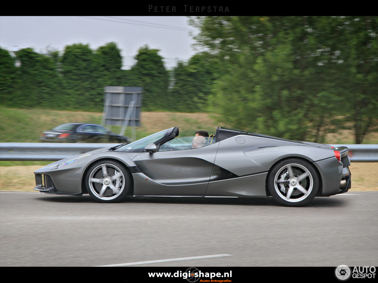 ferrari laferrari aperta 22 august 2016 autogespot. Black Bedroom Furniture Sets. Home Design Ideas