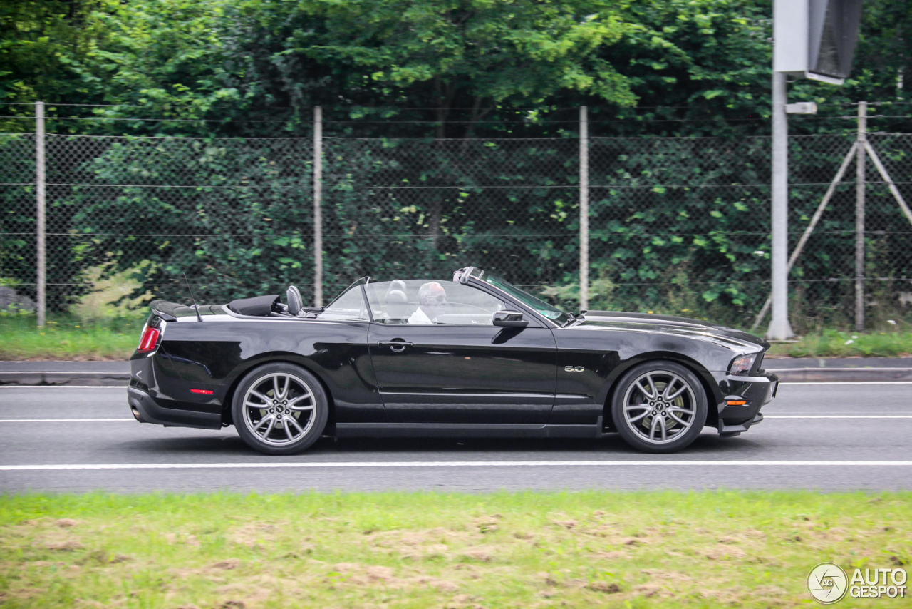 ford mustang gt convertible 2011 22 august 2016 autogespot. Black Bedroom Furniture Sets. Home Design Ideas