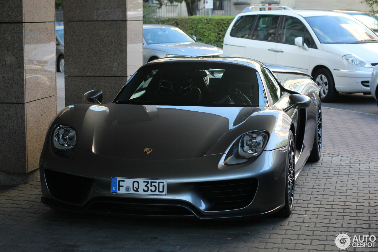 porsche 918 spyder 3 october 2016 autogespot. Black Bedroom Furniture Sets. Home Design Ideas