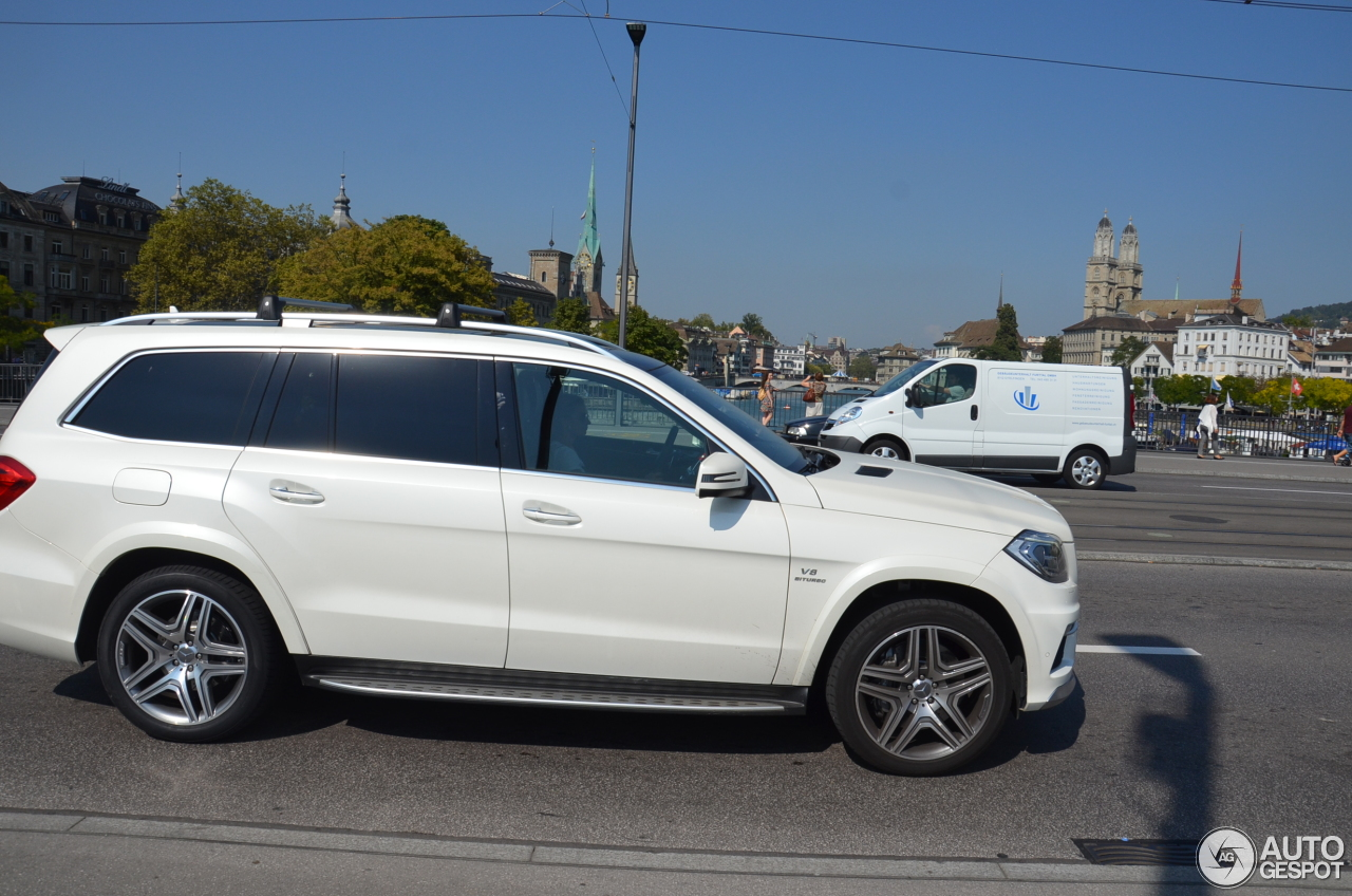 Mercedes benz gl 63 amg x166 4 october 2016 autogespot for Mercedes benz gl amg for sale