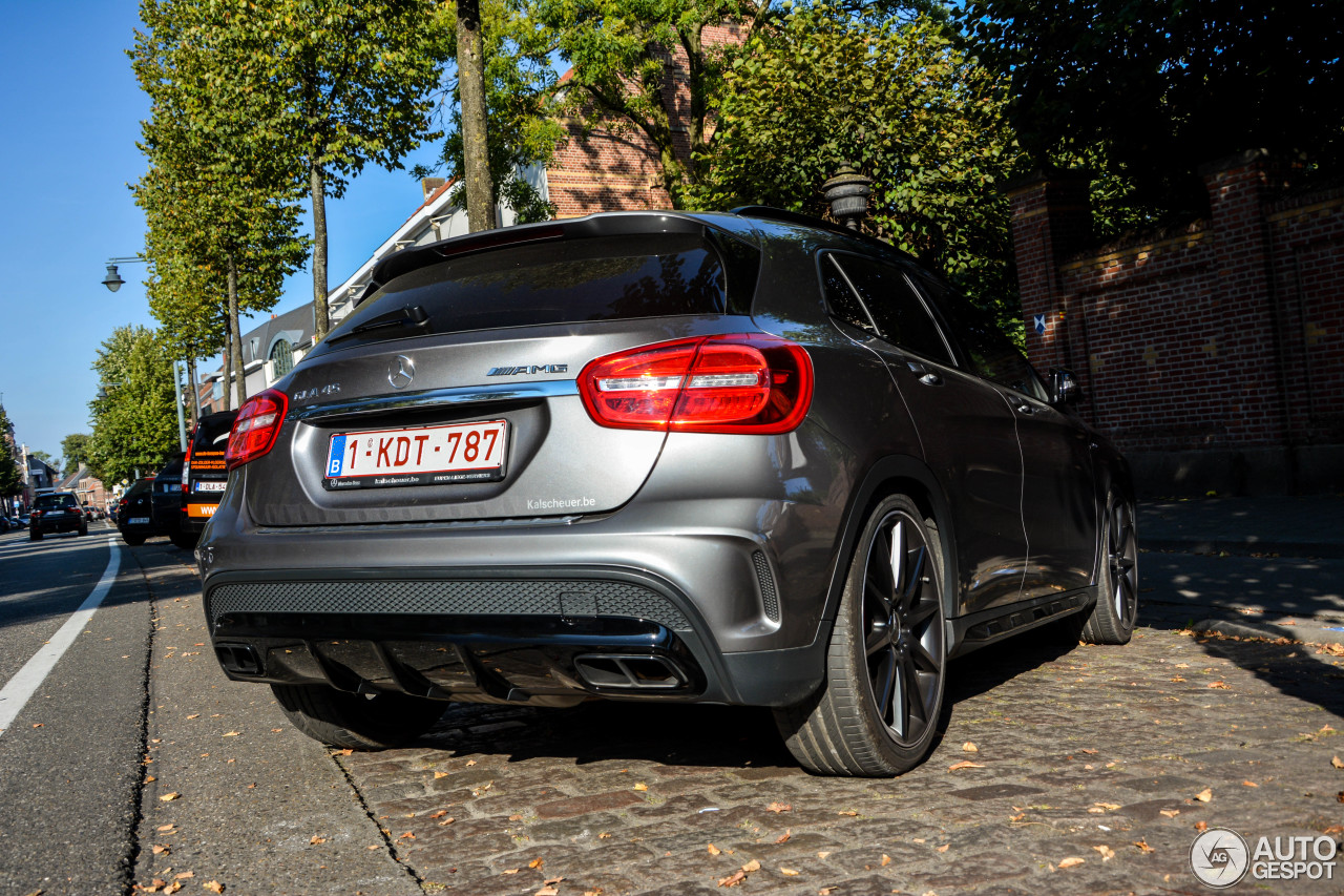 Mercedes benz gla 45 amg x156 11 october 2016 autogespot for Mercedes benz gla 45 amg price