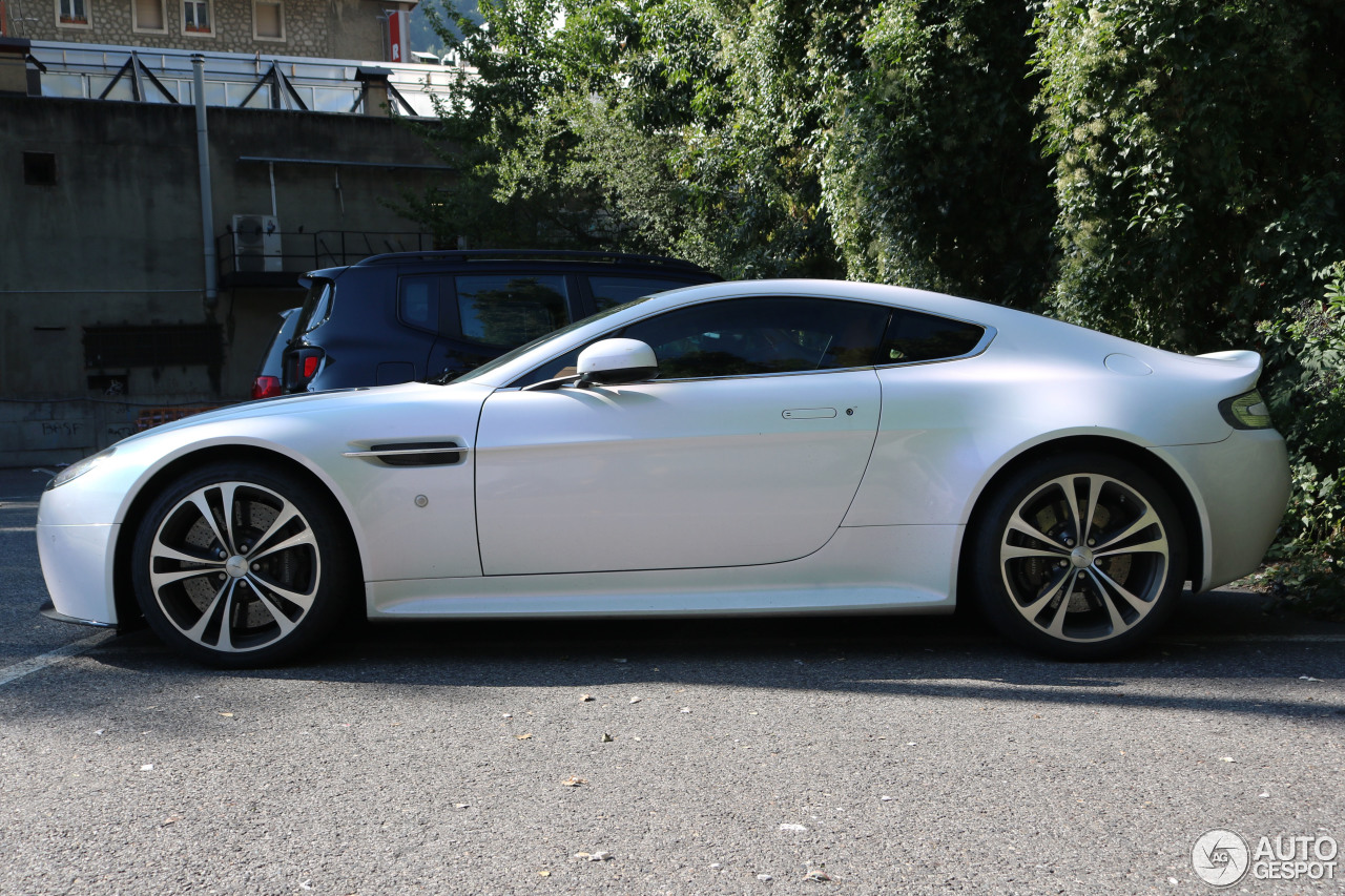 aston martin v12 vantage 19 october 2016 autogespot. Black Bedroom Furniture Sets. Home Design Ideas