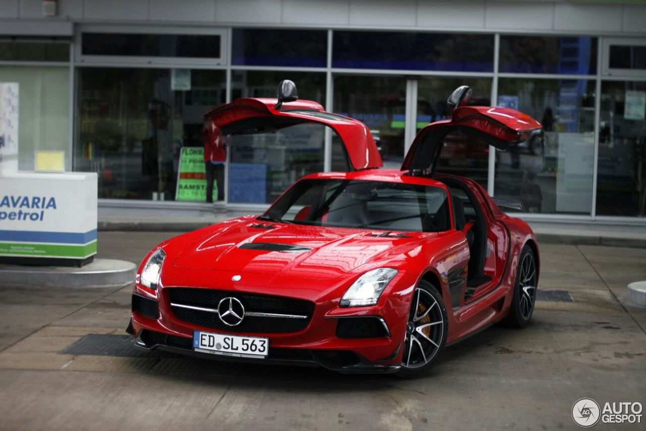 popular pictures of mercedes sls amg red chrome fiat world test drive. Black Bedroom Furniture Sets. Home Design Ideas