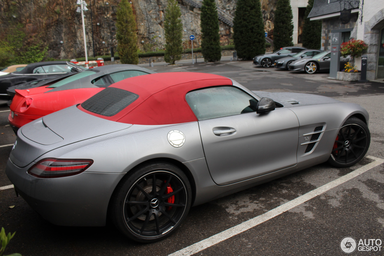 Mercedes benz sls amg roadster 24 october 2016 autogespot for Mercedes benz sls amg convertible for sale