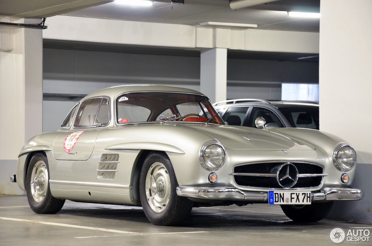 Mercedes benz 300sl gullwing 26 october 2016 autogespot for Mercedes benz 300sl price