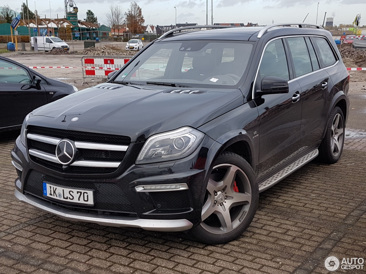Mercedes benz gl 63 amg x166 17 november 2016 autogespot for Mercedes benz gl amg for sale