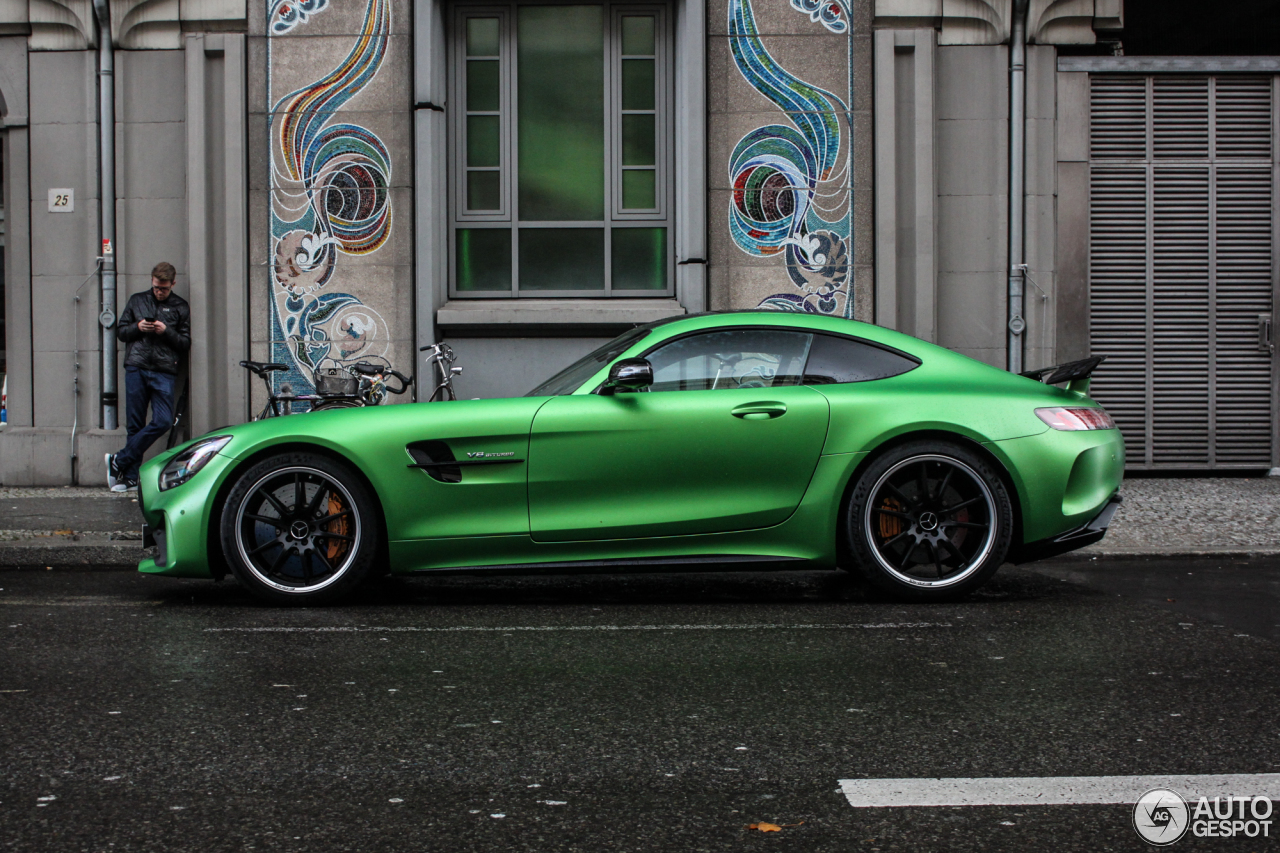 mercedes benz amg gt r price latest news car. Black Bedroom Furniture Sets. Home Design Ideas