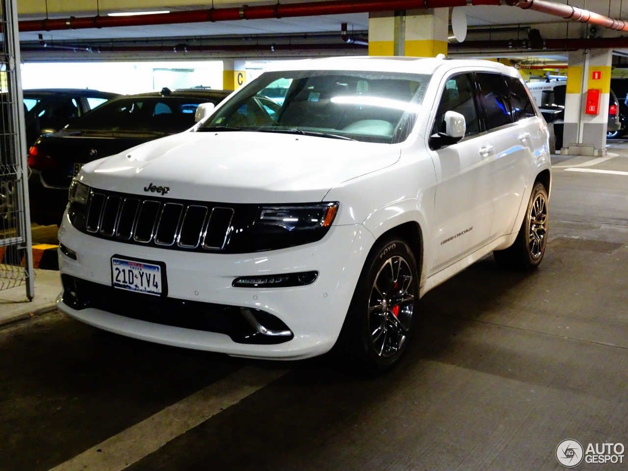 jeep grand cherokee srt 8 2013 20 november 2016 autogespot. Black Bedroom Furniture Sets. Home Design Ideas