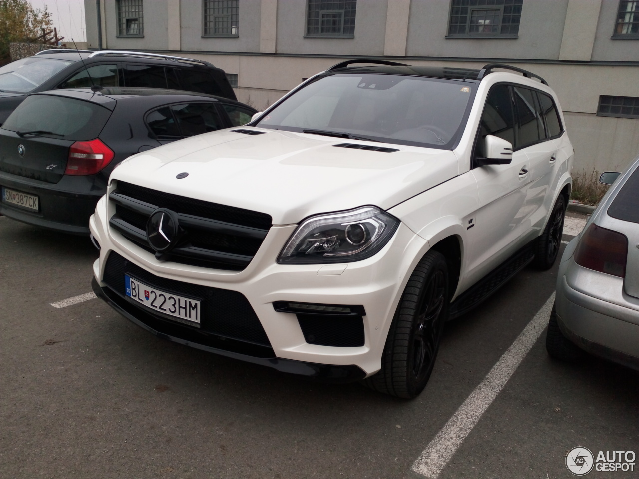Mercedes benz gl 63 amg x166 24 november 2016 autogespot for Mercedes benz gl amg for sale