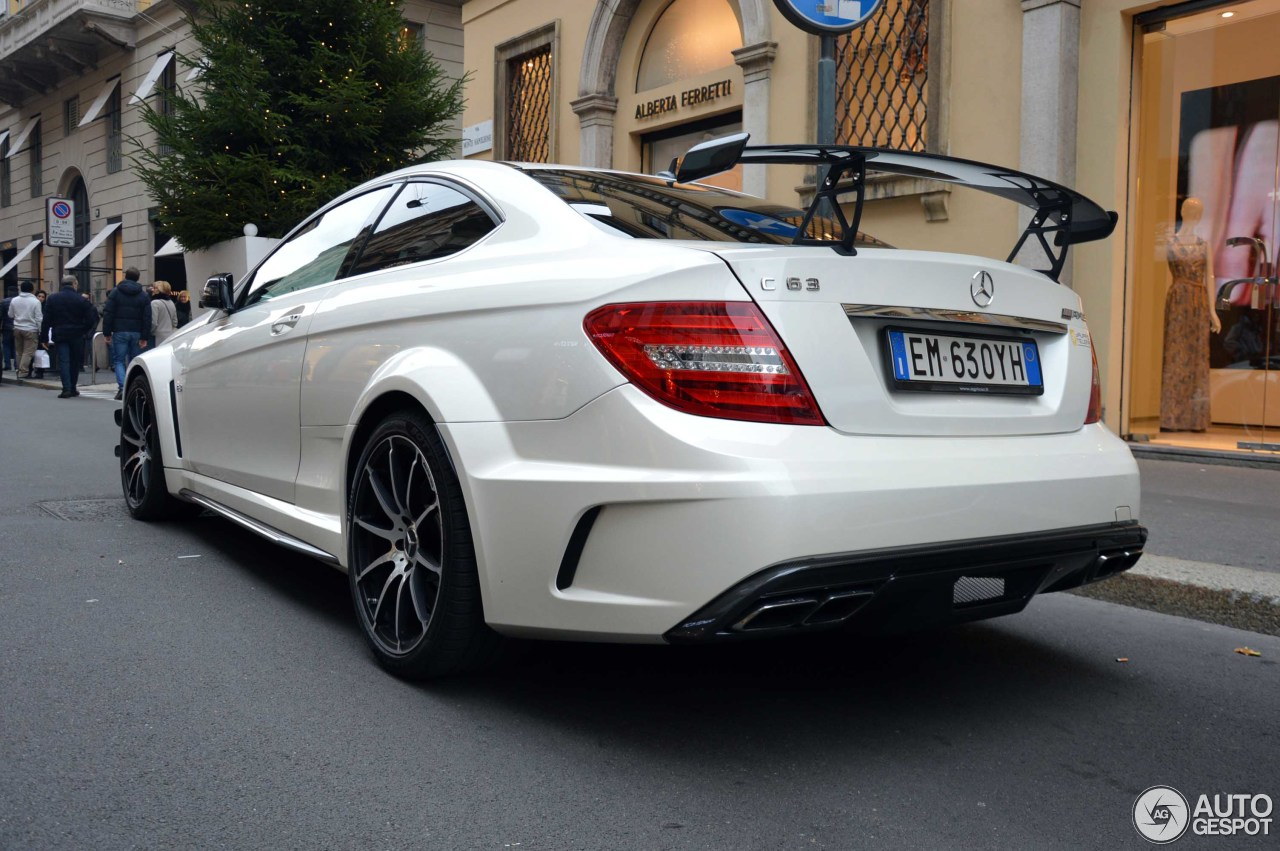 Mercedes benz c 63 amg coup black series 24 gennaio for 2016 mercedes benz amg e 63 sedan