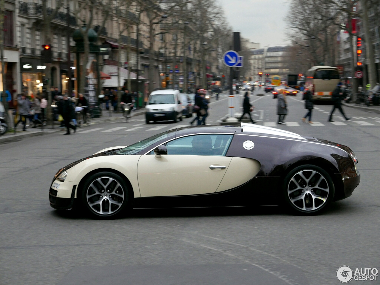 bugatti veyron 16 4 grand sport vitesse 11 april 2016 autogespot. Black Bedroom Furniture Sets. Home Design Ideas
