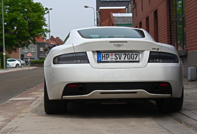 Aston Martin DB9 2015 Carbon White Edition