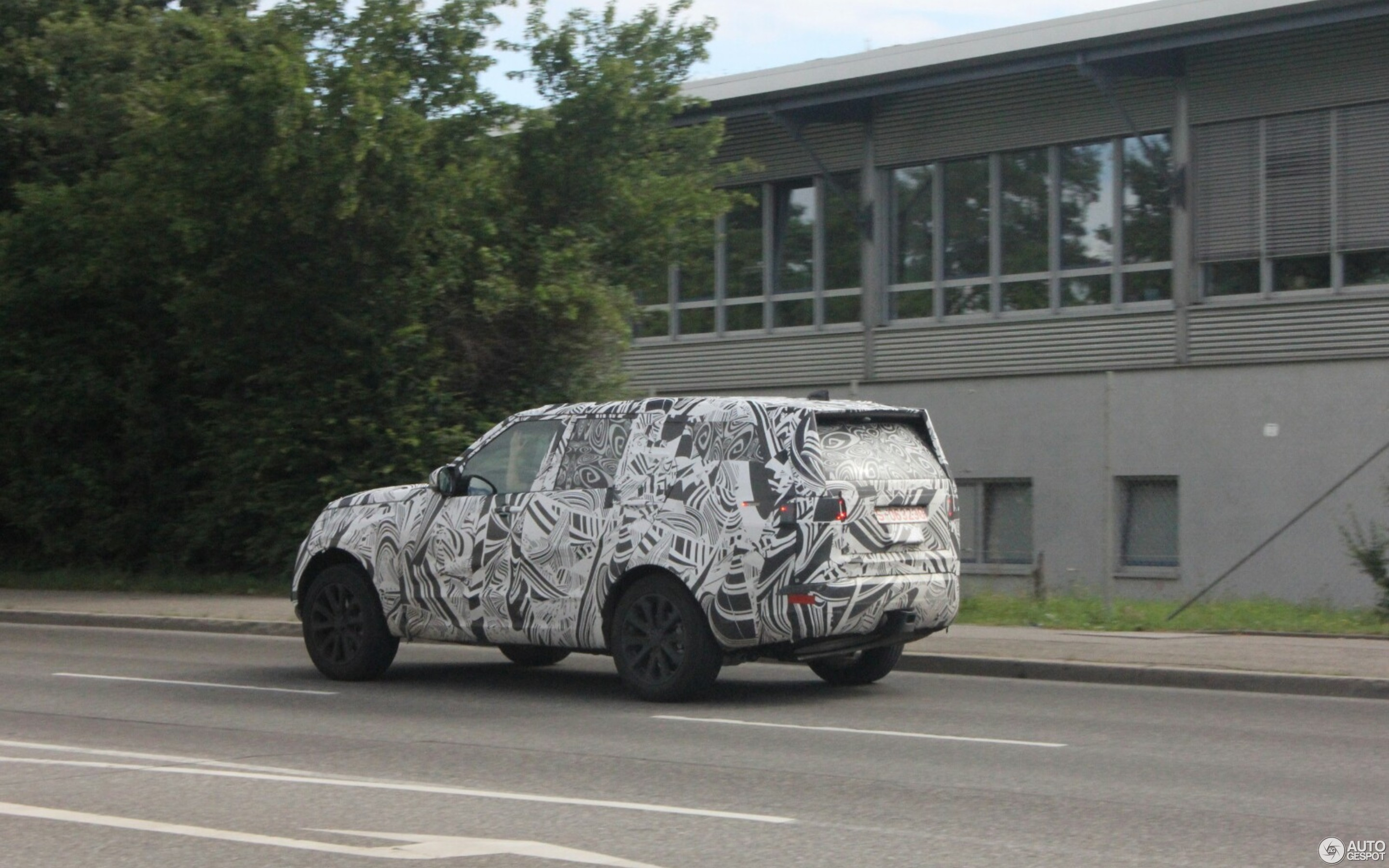 Land Rover Discovery 5 2017 was spotted on the roads 23