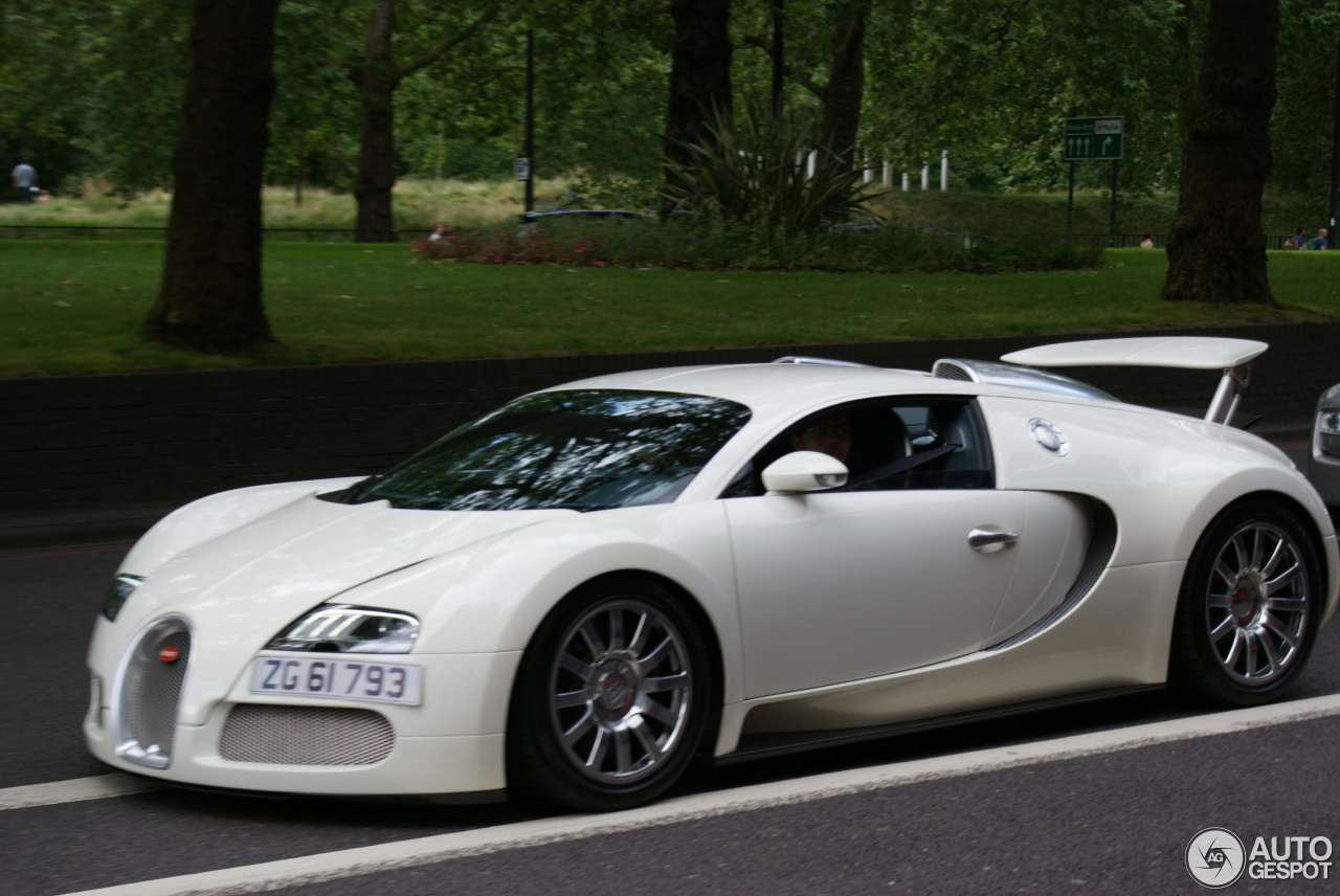 bugatti veyron 16 4 18 july 2016 autogespot. Black Bedroom Furniture Sets. Home Design Ideas