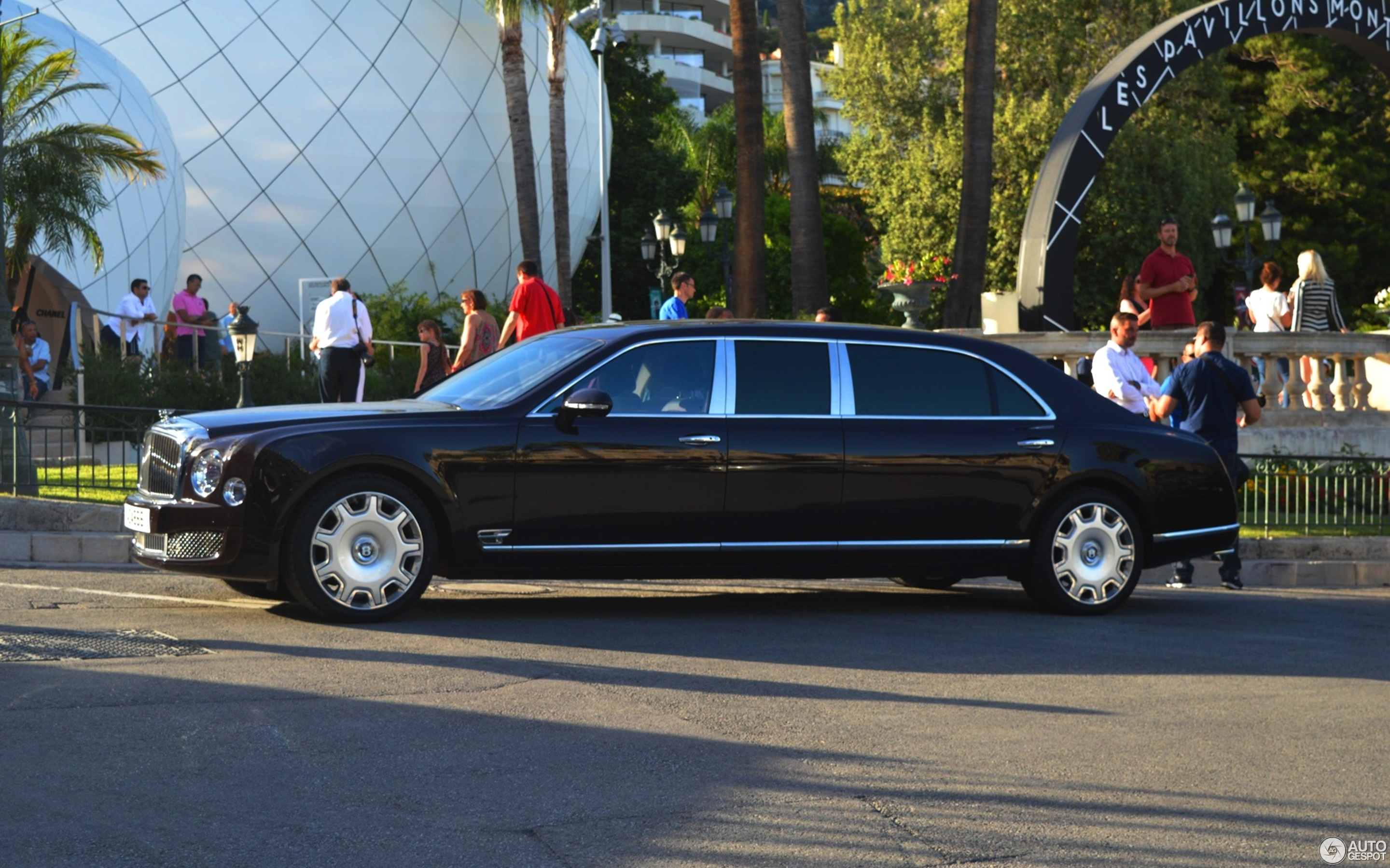 limos limo chauffeur herts hire rental from hummer fleet bentley