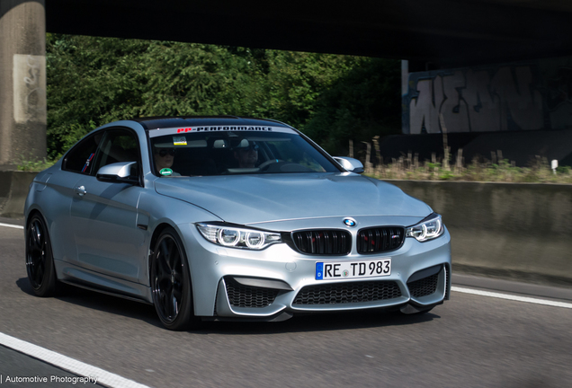BMW M4 F82 Coupé Versus Performance
