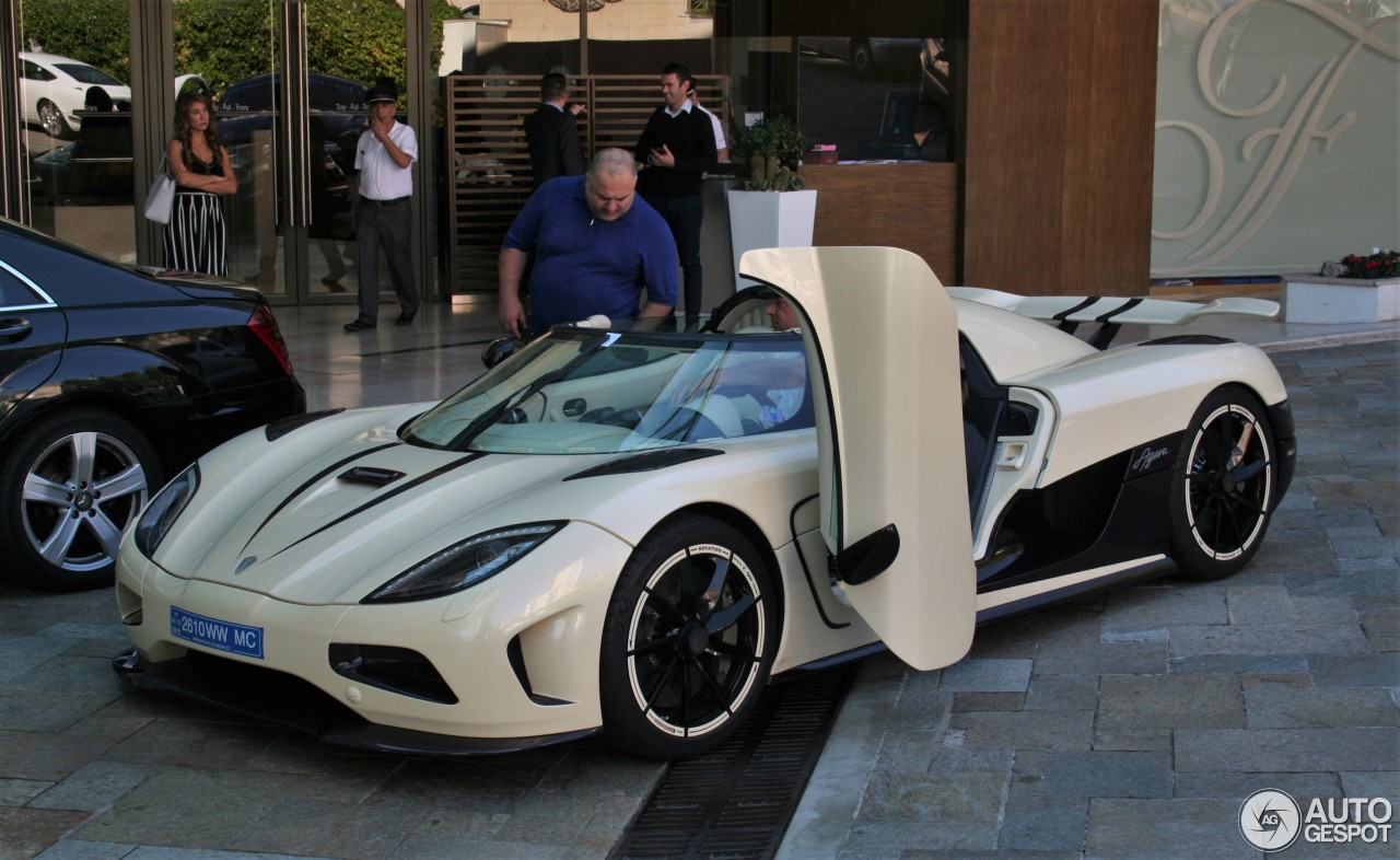 koenigsegg in dubai with 03 on 347199452498479586 additionally Devel Sixteen Makes 5000 Hp V16 Is It Real Video in addition Can Canh Cap Doi Koenigsegg Regera Gia 19 Trieu Usd Dau Tien additionally Wheres The Owner Of This Koenigsegg Ccxr Trevita moreover Devel Sixteen 5000 Horsepower V16 Hyper Car Dubai.