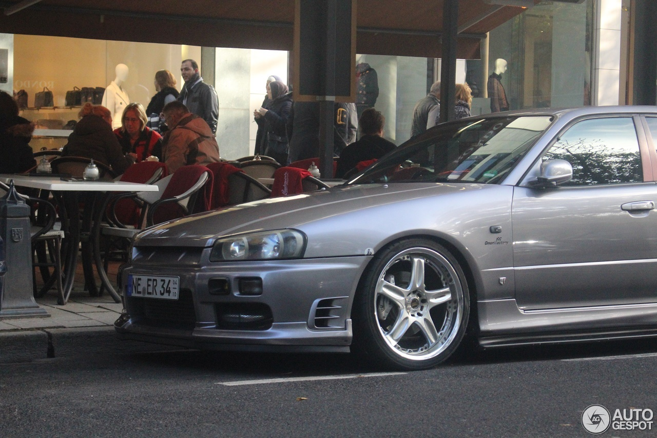 Nissan Skyline R34 Sedan - 8 November 2016 - Autogespot