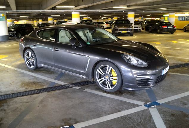 exotic car spots worldwide hourly updated autogespot porsche panamera turbo s executive. Black Bedroom Furniture Sets. Home Design Ideas